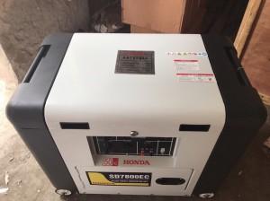 máy phát điện chạy dầu 5KW SD7800EC